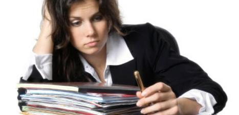 Depressed-woman-with-work-in-front-of-her.jpg - 13.58 kB